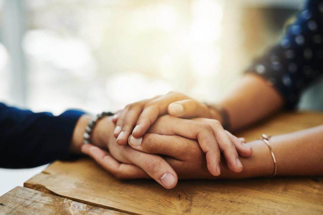 mutlu-sevgili-ellerinde